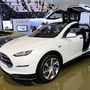 Tesla Model X - Topic