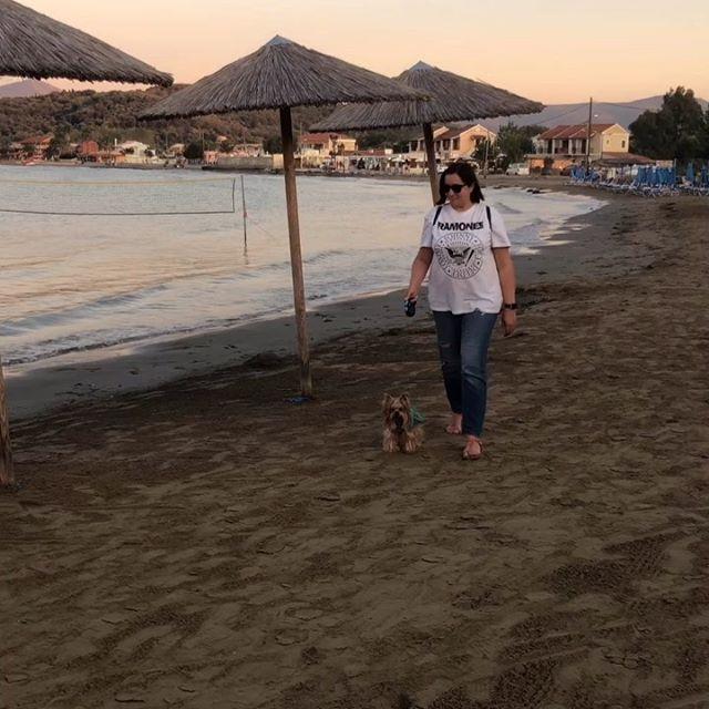 Солнце и море с закатами алыми, Пляж и оливки, вина и специи, Тихие храмы над горными скалами – Всё это – сердце влекущая 🇬🇷 Какая Ваша любимая страна?. #греция#greece#kerkira#travel#traveldog#travelyork#travelwithdogs