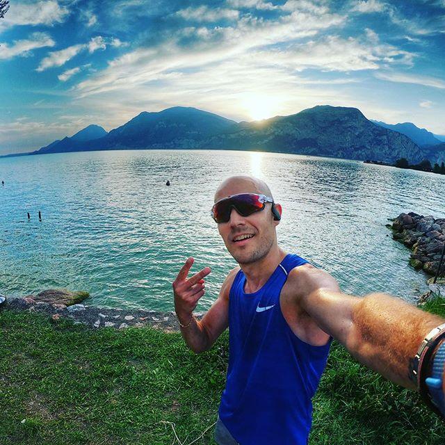 Happy Run!! • • • • #happyrunning #running #runningmotivation #gardalake #sunsset #sunsetlover #sunset_pics #runningman #summervibes #sport #nikerunning #nikerunningshoes #oakley #brenzone #brenzonesulgarda #happyman #august #summerphoto