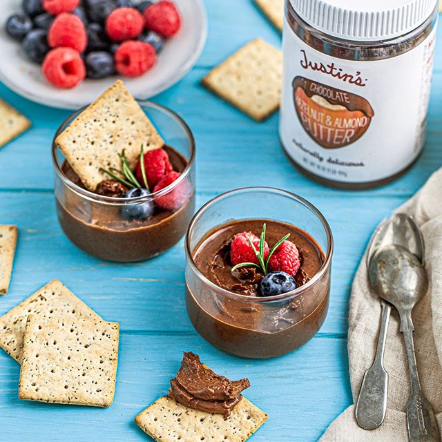 This Chia Seed & Quinoa Crackers and chocolate spread combo is a DELIGHT.  Ingredients: coconut butter, cinnamon, sugar & Germinal Organic Chia Seeds & Quinoa Crackers.  Steps:  1. Drizzle melted coconut butter on Chia Seeds & Quinoa Crackers 2. Sprinkle cinnamon and sugar on buttered crackers.  3. Dip in delicious @justins chocolate hazelnut and almond spread.  ___ #germinalorganic #glutenfreefoods #dairyfree #glutenfreefood #glutenfreerecipes #lactosefree #soyfree #nogluten #healthyrecipes #dessertideas #nutbutter #nobake #almondbutter #cacaonibs #healthydessert #refinedsugarfree #glutenfreedessert #norefinedsugar #vegandessert #vegantreats #veganchocolate #veganeats #vegansweets #veganglutenfree #marthafood #marthabakes #tohfoodie #thekitchn