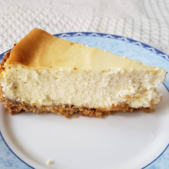 """Tried recreating the cheesecake that Chandler and Rachel ate on """"Friends"""" from the episode, """"The One with All the Cheesecakes"""". Made a Chicago-style cheesecake with a graham cracker crust. Full video up on YouTube. Link in bio. #cheesecake #friendstvshow #chandlerandrachelscheesecake #mamaslittlebakery #foodfromtv #classiccheesecake #chicagocheesecake #grahamcrackercrust #socreamy #chandlerandrachel"""