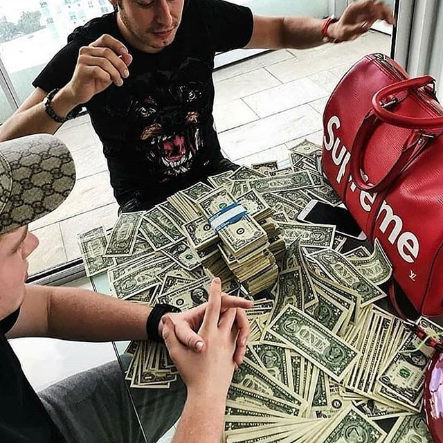 Chill out 🔥🔥💲💵💶. 👉Check out the Link in My Bio . .  Follow @royalbusinesses . . . . . . #bosslife #classy #clasic #ceo #best #motivation #billionaire #millionaire #amazingday #squadgoals #luxurycars #entrepreneur #luxuryliving  #success #royalbusinesses #bitcoin #dollar #luxury #bills #awesome #lifestyle #fantastic #life #forex #trading