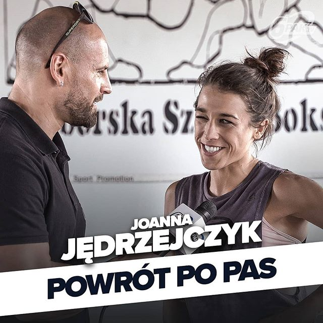 Walka z @karatehottiemma już lada moment i między innymi o tym pojedynku, przygotowaniach do niego, diecie oraz suplach, powrocie na tron kategorii słomkowej UFC i kilku innych tematach mieliśmy przyjemność porozmawiać z naszą Mistrzynią- @joannajedrzejczyk! 🔝💯👑 PS. Już teraz trzymamy za JJ mocno kciuki!!! 🤞🤞🤞 ➡️ LINK W BIO ⬅️ Zapraszamy na @6pak.tv, PiOnA!!! 👊🥊 Wiele ludzi, jedna #PASJA! 🏆💪 Subskrybujcie kanał 6PAK.tv. WARTO! ➡ http://bit.ly/kanał6pakTv ___________________________ Twój sklep z odżywkami ➡ www.bodypak.pl  #aesthetics #beastmode #fitness  #checkform #dzik #abs #gym #chest  #biceps #photooftheday #klata #instafit #mięśnie #lifestyle #inspiracja #sexy #deadlift #classicphysique #moc #mensphysique #motywacja #6paknutrition #ripped #shredded #trainhard #workout #followme #polishboy