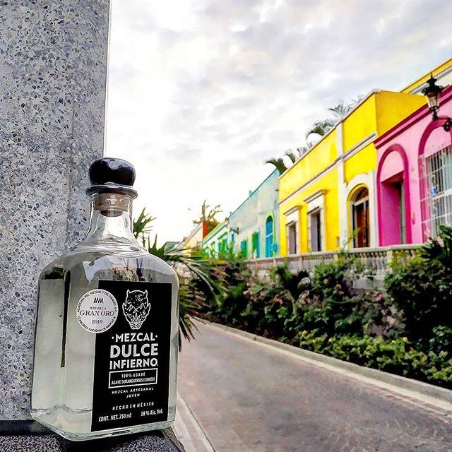 Que hermoso es mazatlán, sobre todo por su infernal calor 🖤 #eldeldiablito . . . . . . #playa #mazatlan #culiacan #mexico #mezcal #agave #tulum #islamujeres #playadelcarmen #islacozumel #empaques #cozumel #merida #mezcaldulceinfierno #mezcaljoven #mezcalartesanal #calor #colores #paisajes