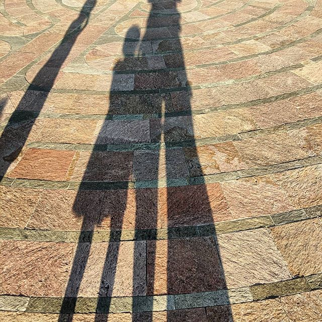 Shadow people on vacay in Santa Fe 👥 All in all, not a bad first airplane trip with both kiddos especially because we were def those hot mess parents at LAX lugging waaay to much stuff. DM me if you need to know what NOT to do when traveling with kids 🤯