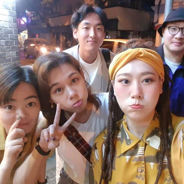 太搞笑了!!! 论如何形象生动地向韩国小哥哥解释呛虾 😂😂😂 #midautumnfestival #shanghai #ootd #dailylife #weekendvibe #dreadlocks #selfie # 完全是#athletetour #的路线😂😂😂