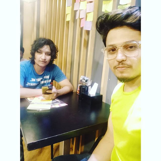 When you have ordered the food before an hour.. #waitinggames 😜 With Brother from another Mother ♥ @digvijaysinghpariyarofficial . .  #Brother #mentor #friend #allinone #loveones #krunalthakur #vocalist #artist #performer # #digvijaysinghpariyar