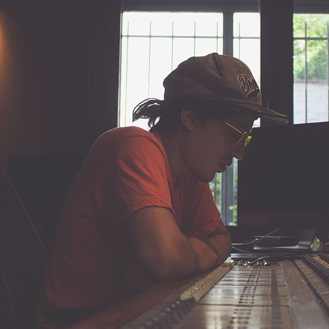 I wish y'all a super productive weekend ✌🏼 . . #beatmaking #beatmaker #makingbeatsbeats #producer #musicproducer #producerslife #motivation #stayfocused #focus #recordingstudio #studio #inatrumentals #hiphop #trapmusic