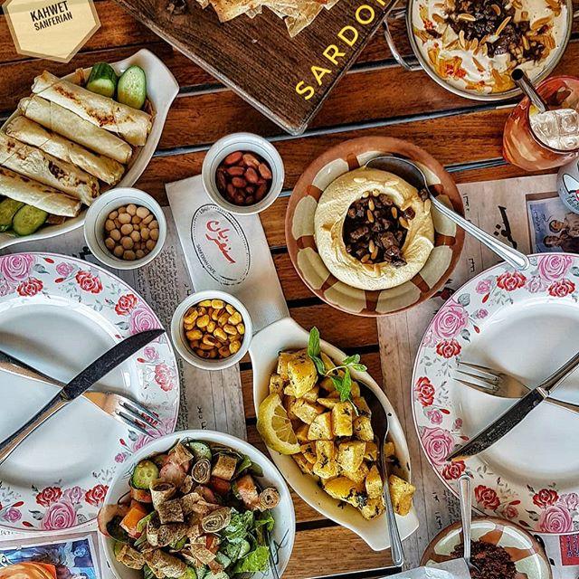 Sho ma jablak Sanferien 7a t2illo Très Biennn! @kahwetsanferien  #kahwetsanferien #lebanese #cuisine #yum #hummus #cheeserolls #fattoush #msakhan #batataharra #sharefood #eattillyoudrop #lebaneserestaurants #SardonicA #badass #blogger #haydajawna #livelovelebanon #fortheloveoffood #feast #goglobal #spread