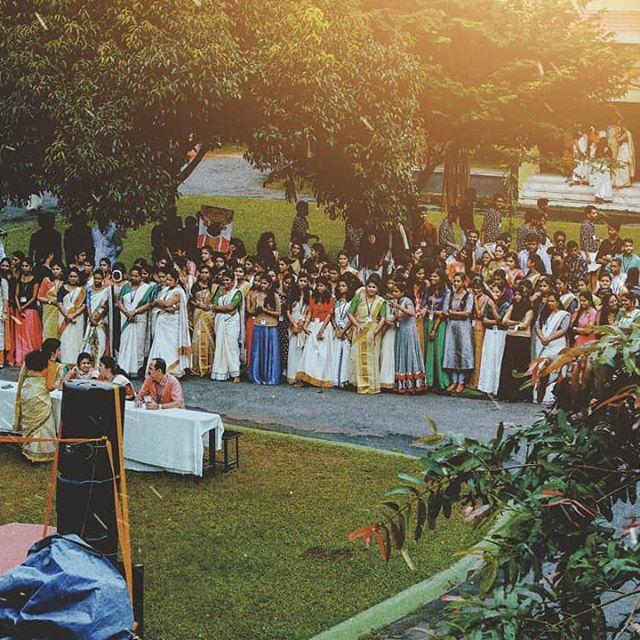 """AARPPO IRROO..."" ONAM 2K19. . . . 📷:@en_fieldian . #onam #photography #love #onamvibes #indiapictures #thatkeralalife #nature #shotononeplus #naturephotographer #naturephotography #moodyframes #moodygrams #moodygram_kerala #lightroomindia #picoftheday #pic #pictureoftheday #green #indianphotographers #leaf #snapseed #snapseedindia #photooftheday #instagram #instagramer #followforfollowback #likeforlikes #likeforfollow"