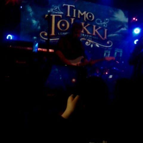 [Timo Tolkki/Stratovarius - Black Diamond] Mucha gente tiene ídolos o similares, y para algunos no es sólo quien ha acompañado con su música tu vida, sino que de alguna manera influyó en parte de esta. Timo Tolkki, ex Stratovarius, es en gran medida responsable de que ahora le dedique buena parte de mi vida a la música y la guitarra.  Gracias por existir, y que feliz me pone ver que es capaz nuevamente de pararse en un escenario y tocar las canciones que marcaron mi adolescencia. Fue un bonito fin de semana, por varios motivos :3