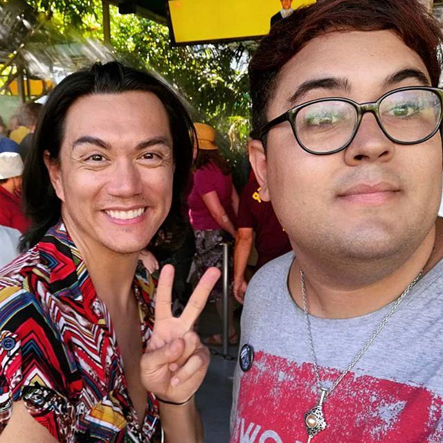 No I'm actually sitting with Manila 🍝 #Selfie #ManilaLuzon #UniversalStudios #California
