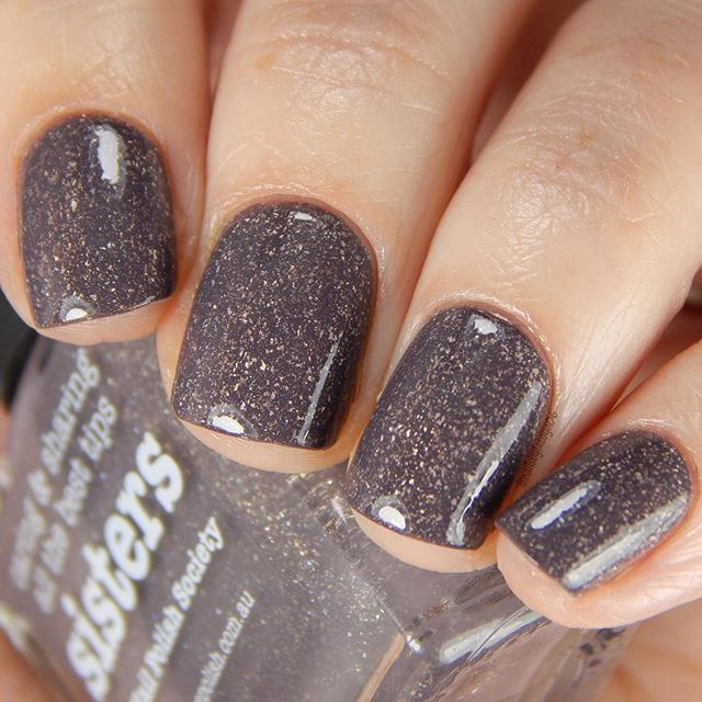 @picturepolish Sisters, number six in my top ten Picture Polish shades for fall. This shade is so so gorgeous! A perfect purple taupe shade (unfortunately my camera really didn't want to show the purple hues in this) by @nailpolishsociety 😍