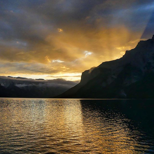 """""""Every moment is golden for those who have the vision to recognize it as such"""" 🔆 - Henry Miller #sunrise #sunrise_shotz #sunlover #clouds #goandcapturethelight #sunrays #morningmotivation #sunriselover #naturelover #rockymountains #neverstopexploring #nofilter #explorealberta #explorecanada #oh_canada_"""