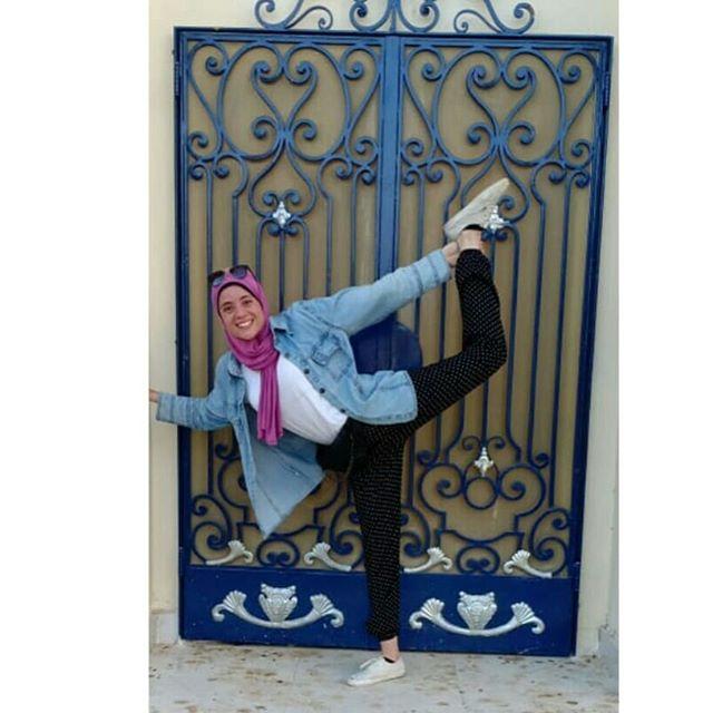 swipe right🤭🥰 see how stiff I used to be🙄 . special thanks to @martina_sergi @yogawithmarti 💕 . . . #yoga #flexibility #strength #balance #yogini #yogisofinstagram #yogawithmarti #igyoga #yogainspiration #hijabiyoga #hijabiyogini #yogajourney #yogaflow #yogapants #yogagirl #yogaeveryday #aloyoga #alogirl #alo  @martina_sergi @yogawithmarti  @aloyoga