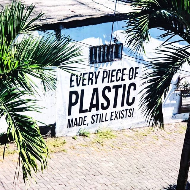 We created something disposalable that is indestructible... doesnt make to much sense does it? Let's ban single use plastics worldwide! Move towards a world that makes more sense🌱🌱🌱 #ARTXPAN  This piece was designed by @bluntsnbikinis and executed as a team🎨❤