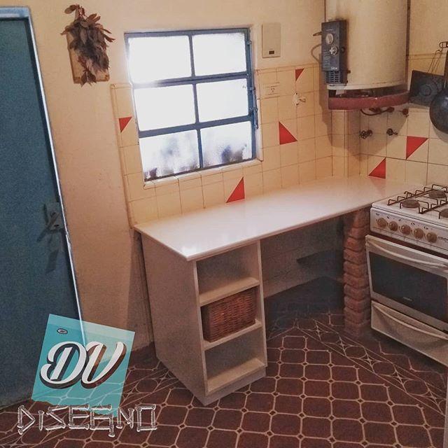 ➡️Mesada en mdf de 25mm laqueada en blanco ➡️Bajomesada con 2 estantes de altura regulable.  En @dvdisegno hacemos muebles a tu medida 😄 . . #muebles  #mueblesamedida  #mueblesatumedida  #mesada  #cocina  #carpinteria  #dvdisegno  #dv  #disegno