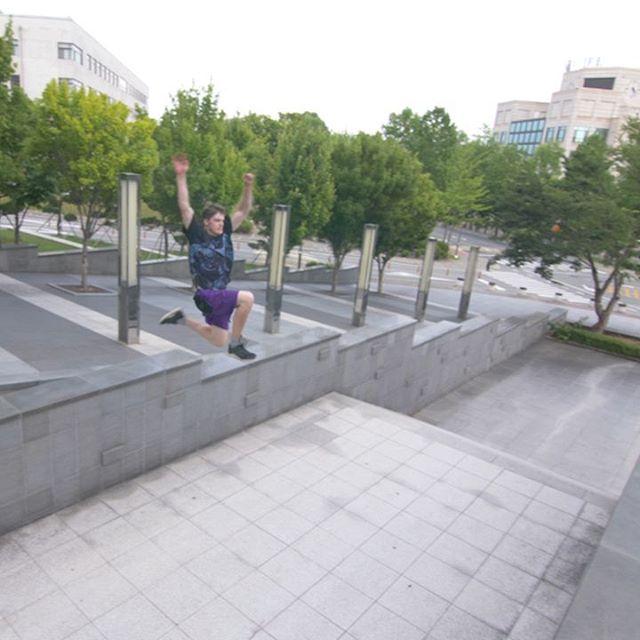 Fatty Arm Jump from my latest video: LINK IN BIO 📲 ● 📷💕 and @jansflipping4 ● ● ● ● ● ● #Koreauniversity #cheekyjumps  #kusejong  #peopleareawesome #parkour #freerun  #freerunning #exploreeverything #lifeofadventure #travel #follow #instagood #koreaparkour #travelgram #tricking #trickinglife #followforfollowback #travel #explore #jump #urbex #urban #purple #movementculture #flippingfeed  #novelways #urban #videooftheweek #reach #escape