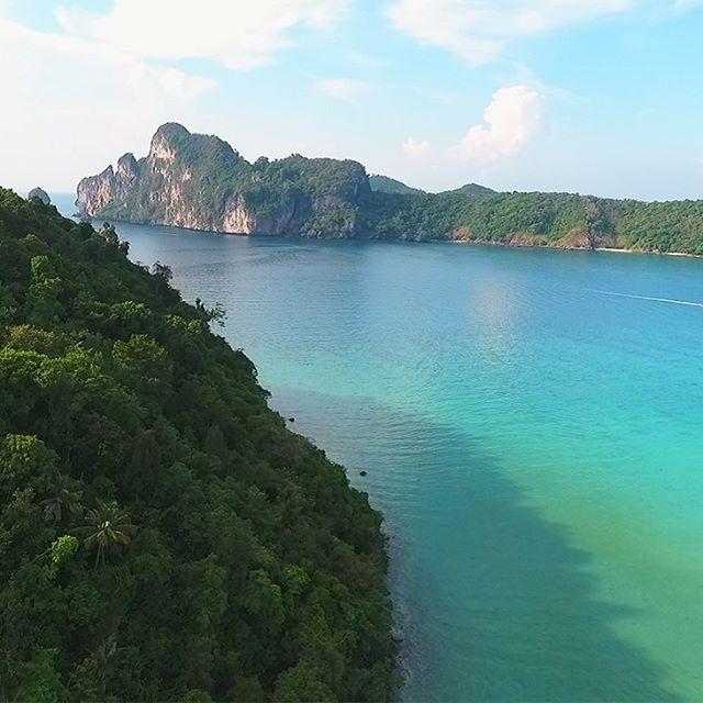 🏝Amazing Phi Phi Island 📸 Phantom4 📍 Krabi ---------------------------------------------- #phiphiisland #thailand #krabi #phantom4  #island #drone #travel #beach #sea #andaman #gulfofthailand #blogger #igtravel #ilovetravel #backpacking #aerialview #sun #boattrip #kohsamui #kohtao #kohphangan #reisen #travelgram #dronestagram #dronephotography #bestoftheday #pictureoftheday