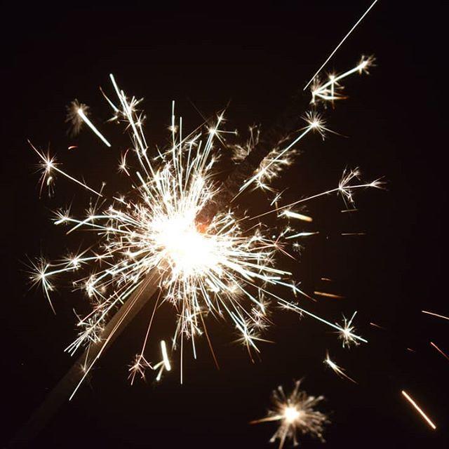 Wir wünschen euch allen ein frohes, gesundes, erfolgreiches & gesegnetes Jahr 2019 🎆✨🐷🍀🎉🎊 ♡♡♡♡♡♡♡♡♡♡♡♡♡♡♡♡ #sasbachwalden #unsereheimat #2019 #frohesneuesjahr #happyday #silvester #neujahr #goodbye2018 #greetings #happynewyear  #wundervoll #blackforest #ortenau #meinbw #schwarzwald #selvanegra #germany #village #holidays #winter #feier #glück #friede #gesundheit #foryou #🍀