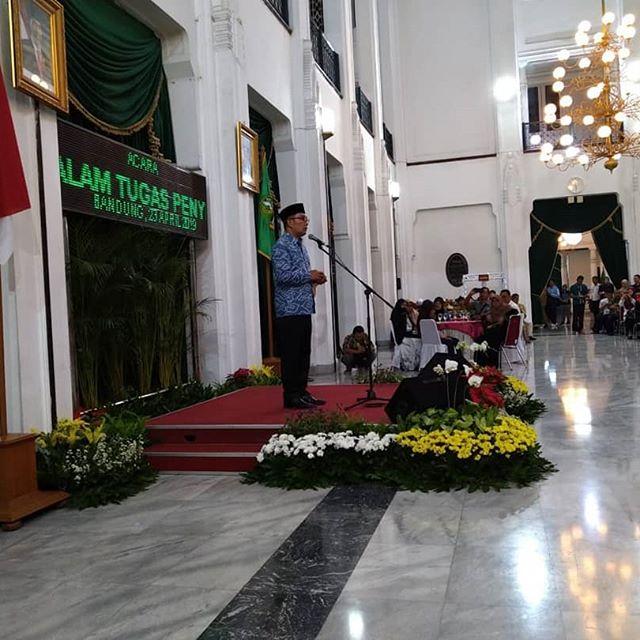 Terimakasih Bapak Gubernur Jawa Barat @ridwankamil & Pemerintah Provinsi Jawa Barat atas perhatian, doa & santunan yang diberikan kepada kami semua para keluarga korban.  Semoga apa yang sudah bapak dan pemerintah berikan ini bisa kami amanahkan dan pergunakan sebaik2nya pak. Sekali lagi terimakasih 🙏🙏