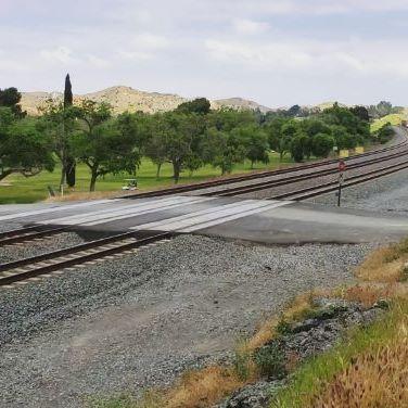 BNSF Warbonnet heading west.  #bnsf #bnsfrailway #warbonnet #rail_barons #daily_crossing #railfanning #railways_of_our_world #trb_express #trains_worldwide #railfans_of_instagram #railways_of_america #railroadphotography #train_nerds