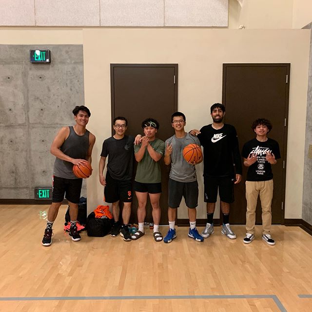 Became 🏀 brothers with the guys at CC. Shoutout to them for welcoming me and my nyc streetball game and passing me the ball ☝🏻💪🏻🙏🏻 📸 @weileyan