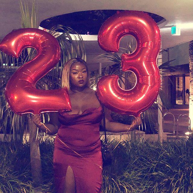 Être à Miami sans fêter notre anniversaire ? C'est mal nous connaître !  Mon 1er, son 31... Jumelle d'anniversaire, big yaya 👯♀️🎂🎊❤️🎁🎉 @deluxxe_n