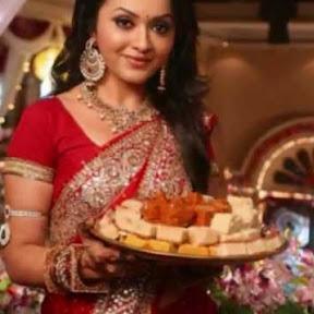 Mrs. Kaushik Ki Paanch Bahuein - Topic