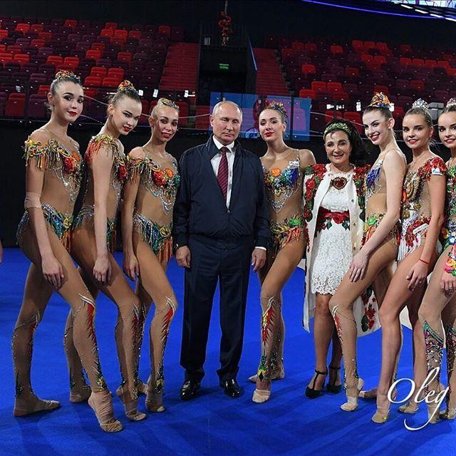 «Обычная» тренировка российских гимнасток!😍🔝🔥 У меня фото с Дональдом Трампом, у Кати @seleznevaaa с Владимиром Путиным! А я вот что-то пару раз постеснялся подойти 🇷🇺☺️
