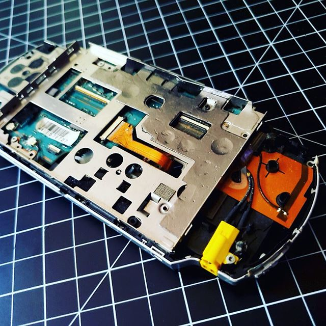 The inside of a dead original model #Sony #PSP . Rest easy old pal, you did good!😥 . . #gaming #retrogaming #playstation #gtrbytes #gamersunite #sonypsp #gamingsetup #gamersofinstagram #retrogamer #gamingdiy #gaminglife #gamernerd