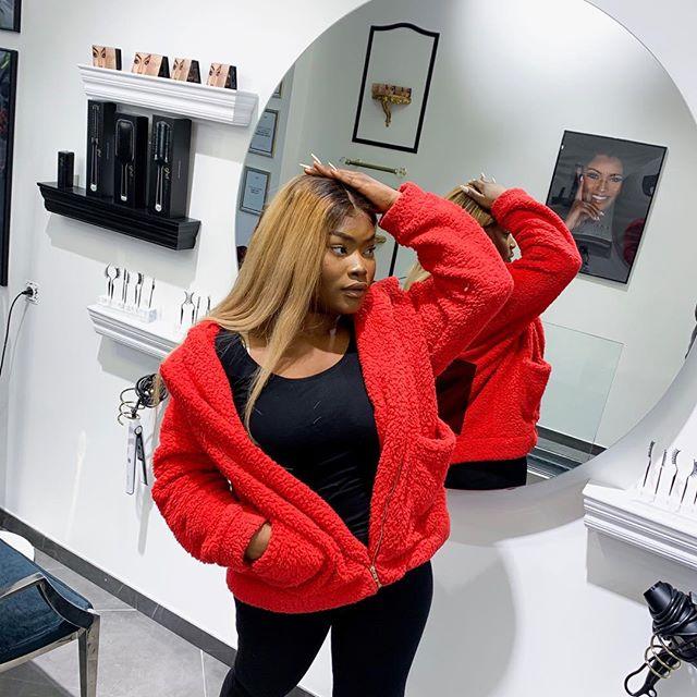 En ce moment je suis littéralement comme sur la photo je me prends la tête sur plein des choses et je suis un peu partout. Mais tout ça pour votre plus grand plaisir je l'espère je vous annoncerais la nouvelle à la fin de la semaine normalement. Sinon mettez un petit mot d'encouragement en commentaire j'en ai grave besoin ♥️♥️♥️♥️ #ootd #outfit #blondewig #blondhair @maisonaziliz