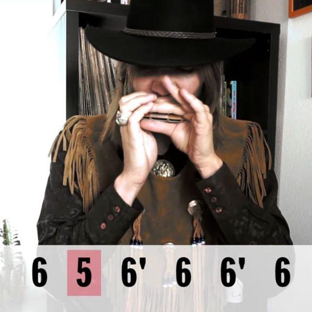 Si tienes una armónica en C y puedes respirar puedes tocar esta canción. Solo tienes que ser capaz de tocar el cinco aspirado (5), el seis aspirado (6) y el bending de la celda seis (6'). - Si quieres aprender a tocar la armónica en menos que canta un gallo o, de no ser así, en tan solo 21 días puedes hacer nuestro curso de iniciación enwww.harpvard.compor solo 19,99€. LINK EN LA BIO - #harmonica #western #enniomorricone #armónica #bluesharp #playtheoriginal #hohner #tab #harmonicaplayer #harpvard #reverb