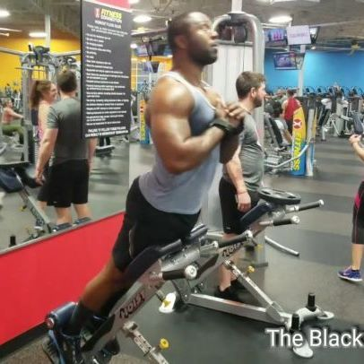 Back extensions..try doing these as a superset to your ab exercises.👍💯 Follow ⇨ @theblackspiderman ⛔ ♦️ #theblackspiderman #blackspiderman #fitness #weightloss #back #backextension #training