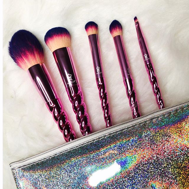 All of my unicorn lovers, look at these babies 🦄💕. So I've been having a bit of a makeup brush obsession and these are my latest pickups 😍. These are the 6pc Mythical Star Travel Kit from @modabrush . And this set comes with a cute holographic case! - -  Drop some unicorns in the comments if you're loving these brushes🦄🦄🦄🦄