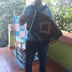 Delvin tipico acordeon tanbora y guira