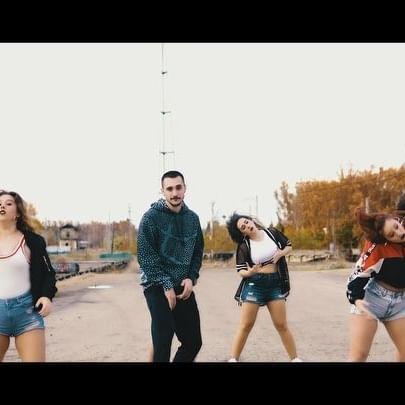 Ya esta aquí nuestra cover #mia de @badbunnypr y @champagnepapi  Espero que os guste y bueno..tenéis el video completo en YouTube, enlace en mi bio☝️ . . . Gracias a las maravillosas bailarinas y al gran coreógrafo y persona @jositofunk por su empeño en este proyecto.
