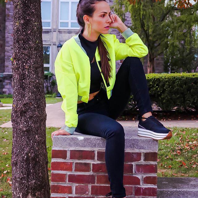 """Happy Monday! I hope we all have an amazing week!  Question for you: Who else is loving this neon vibe? My jacket is from @lovelywholesale__official and you can get an extra 10% off using my code """"estela10"""" link on my bio!  http://bit.ly/300xceE ⠀⠀⠀⠀⠀⠀⠀⠀⠀ Segunda-feira começando espero que todos nós tenhamos uma boa semana. Perguntinha pra vocês: Quem mais esta amando essa vibe neon? Minha jaqueta é da @lovelywholesale__official  e usando meu código """"estela10"""" vc ainda tem 10% de desconto! Link na Bio!"""
