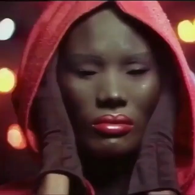 mood✨ . . I just feel pity when you lie, contempt when you cry. . . @gracejonesofficial 🙌🏾 . . #gracejones  #contempt  #bassline