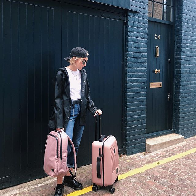 Thanks again @herschelsupply for sending me these products and adding some more pink into my life ❤️ . photo cred to my #1 fan, @weemoodyjudy . . . #herschel #WellTravelled#CommunityOfTravellers #pink #pastel #aesthetic #herschelsupply #streetwear #london #artist #sarahmaxwellart #sarahmaxwell #style #queer #lesbian #creatives #insta #instaartist