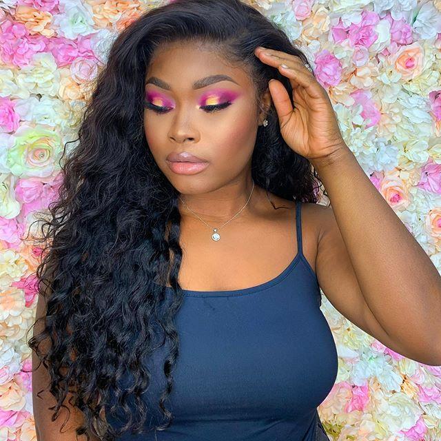 Mets un commentaire je deviens ton age! Je sais que je suis imbattable à ce jeu hehe! Mais sinon, Vous savez que c'est la première fois qu'une maquilleuse pro me maquille? @richiemakeup 💃🏾💃🏾💃🏾💃🏾 #makeupinspiration #pinkmakeup #curlyhair #ankarastyles #curlywig