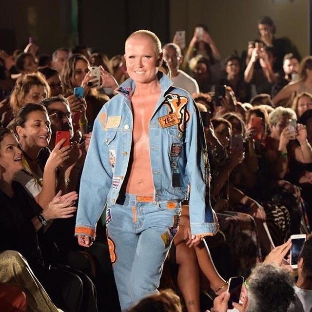 Que Deus me permita chegar aos 56 com essa barriga chapada da Xuxa 😍👏🏼👏🏼 . #xuxa #xuxameneghel #moda #desfile #yes #yesbrasil #yesbrasil40anos