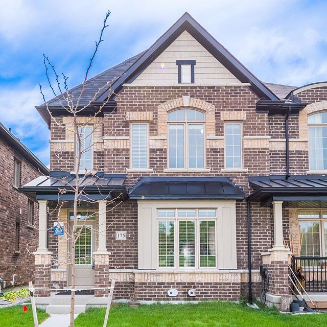 175 Beechborough Cres, East Gwillimbury - Perfect 3 1 Bedroom Town Home * Living Room W/Gas Fireplace * Dining Room W/Vaulted Ceilings * Eat-In Kitchen W/S/S Appl & Centre Island * Breakfast Area W/W/O To Stone Patio * Master Bedroom W/5Pc Ensuite Soaker Tub & Shower Picture Windows & W/I Closet * Bedrooms W/Closets * Unfinished Basement W/Cold Cellar * 8Ft Ceilings Thru-Out * Double Car Garage * Close To Schools, Parks, Transit & More! #newmarketrealestate  #house #home #forsale #comingsoon #realestate #vaughan #hansohrstrom #newmarket #aurora #bradford #richmondhill #hansohrstromteam #toronto #northyork #gta #relaestateagent #torontorealestate #gtarealsstate #luxuryhomes #luxuryrealestate #aurorarealestate #bradfordrealestate #richmondhillrealestate #housegoals #hansohrstrom
