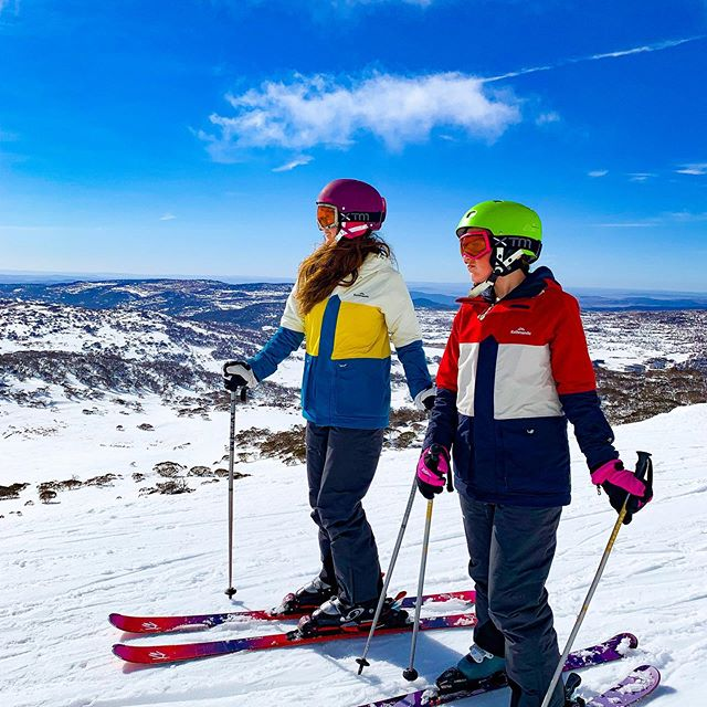 It's such a luxury to step out of our wonderful on-snow accommodation- the @matterhorn_lodge_perisher - and simply slide down to the Perisher quad chairlift. (Go to the official Matterhorn Lodge website to check availability here: https://www.matterhornlodge.com.au/ ) We're loving these sunny spring ski days. There were some snow flurries this afternoon, too ❄️ . This season we've been loving our new @kathmandugear Styper gear, pictured here. . #hosted #matterhornlodge  #sponsored #kathmandugear  #perisher