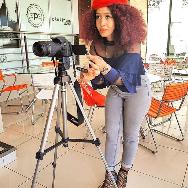 Syled by #Duduposhart #Todayiamwearing #OOTD #ootnmagazine #fashion #love #cute #outfitoftheday #fashionblogger #fashioncolors #womenstyle #outfitinspiration #fashion #style #trendy #instafollow #instaoutfit #jeggings #womenstyle #proudtobeawoman #ootnmagazine #fashionable #ootn #styleblogger #black #instafollow #bathu #mylooktoday #streetfashion #fishnetsocks #whiteheels #beret #instalookbook #instafashion