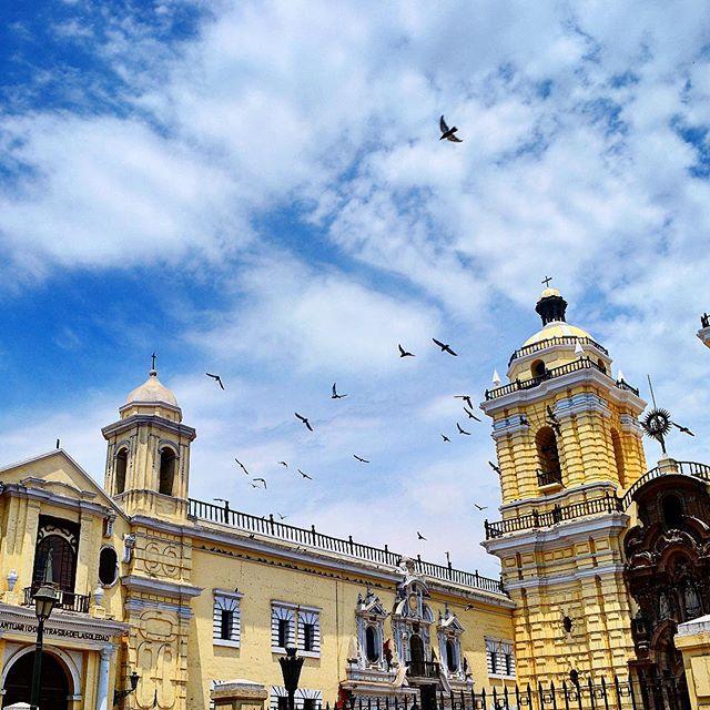 Plazuela San Francisco, Lima, Peru 🇵🇪. . . . . #lima #limaperu #peru #limaperu🇵🇪 #southamerica #lametayel #worldplaces #travel #world #instagram_israel #planet #tour #tourism #places #train #israelis_traveling #igtravel #travelingram #popular #comment #tourist #tourists #instabook #visit #visiting #israel #holidayfun #photos #instagram #apple