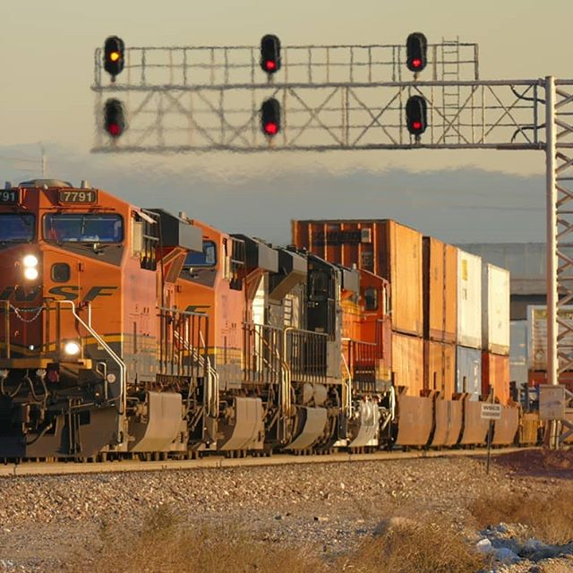 BNSF 7791 leading a eastbound Z-Train out of Verdemont on the BNSF Cajon subdivision. #bnsf #bnsfrailway  #NorfolkSouthern #cajonpass #rail_barons #daily_crossing #railfanning #railways_of_our_world #trb_express #trains_worldwide #railfans_of_instagram #railways_of_america #railroadphotography #train_nerds