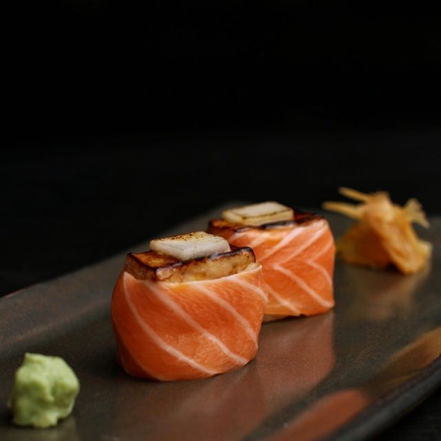 Dupla de salmão com foie gras #sushileblon