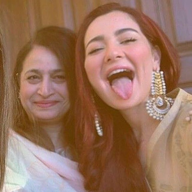 #HaniaAmir with her mother #pakcelebritiesnews