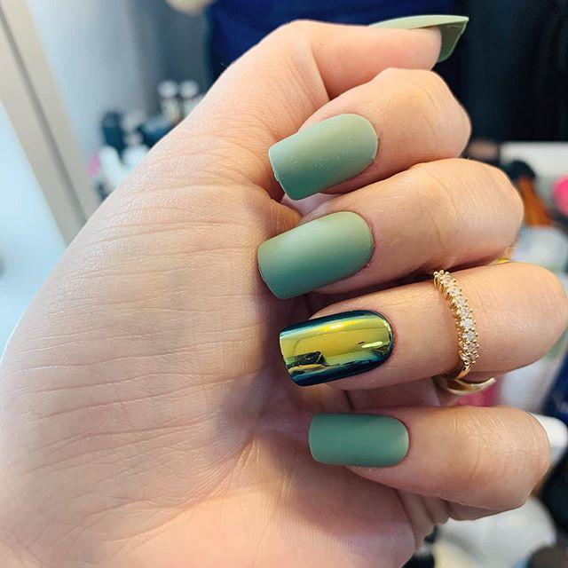 Unhas prontas? Temos sim... mais uma vez são postiças! Pra ficarem bem bonitinhas usei de novo essas unhas autocolantes da @kissnybrasil @impressmanicure . Gostaram? E usariam? Vcs encontra na @lojacasadasunhas . . Nails ready? Yes we have!! But this this time they're fake nails... I took off my gel nails now they're natural. So, to look good I used this press on nails from @impressmanicure @kissnybrasil . . . . . #weeknails #nailsoftheweek #unhasdasemana #dicasdeunhas #dicasdeunhasbr #nailstips #mynails💅 #nailsdone #unhasfeitas #weekendnails #blogueirasdebeleza #blogueiradeunhas #nailsaddicted #pressonnails #makeupandnails #tipsnails #unhapostiça